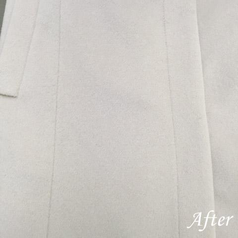 カシミアの白いコートに革バッグの色(染み抜き)